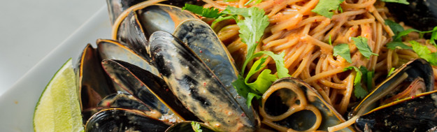 Red Coconut Curry Spaghetti Con Cozze (Mussels)