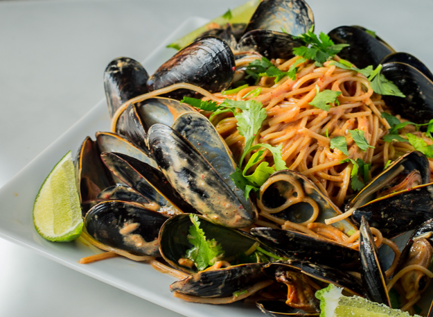Red Coconut Curry Spaghetti Con Cozze